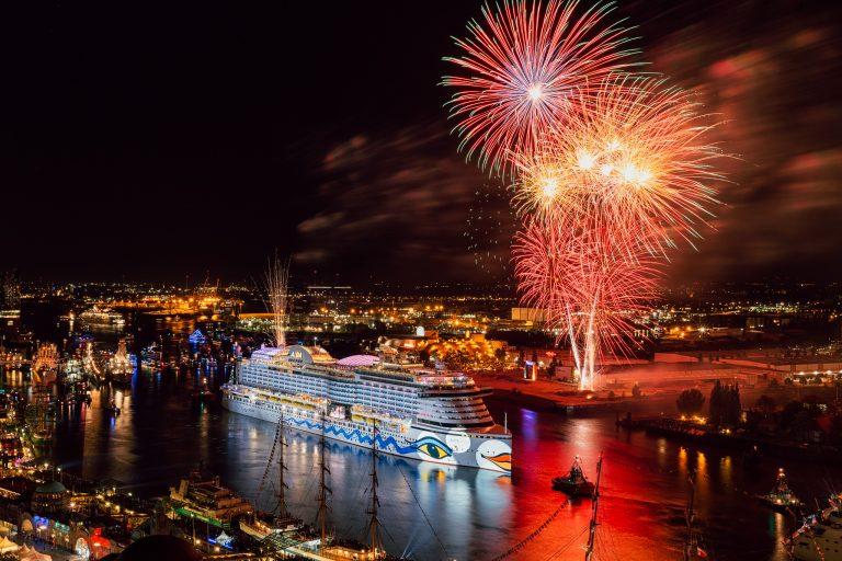 AIDA Feuerwerk am 827. Hafengeburtstag