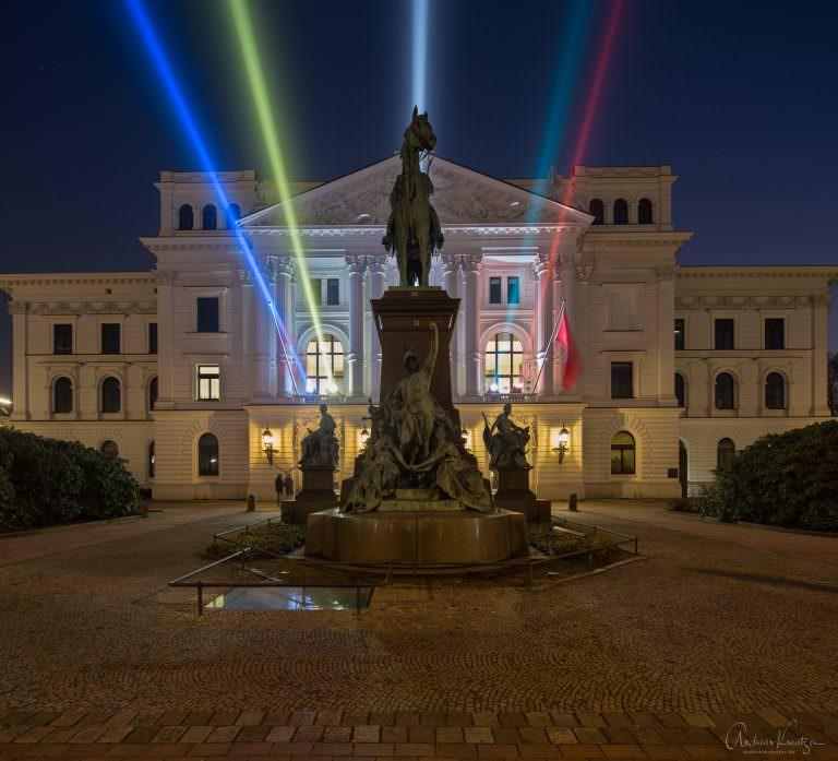 Altonaer Rathaus mit Olympiabeleuchtung
