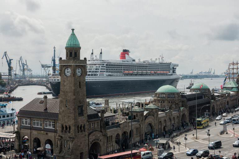 Ausdocken der Queen Mary 2 bei Blohm & Voss in Hamburg am 17.06.16
