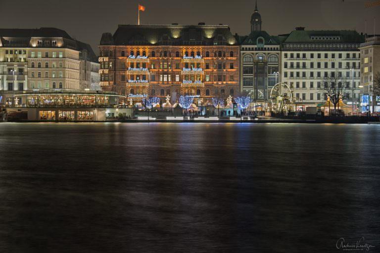 Blick auf den Hamburger Hof zur Weihnachtszeit