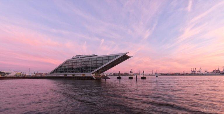 Dockland in Hamburg kurz nach dem Sonnenuntergang.