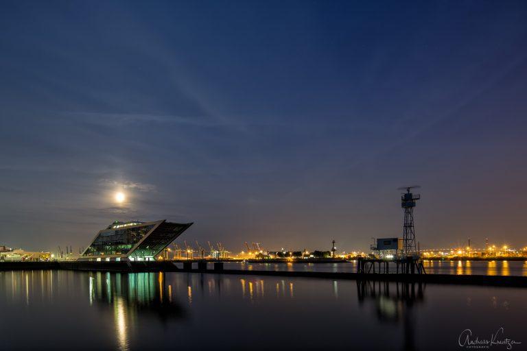 Dockland und Leitdamm