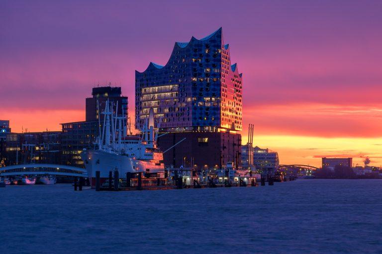 Hamburger Elbphilharmonie im Morgenlicht