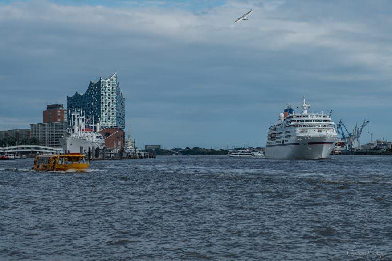 Kreufahrtschiff Europa in Hamburg