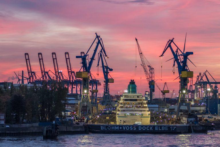 Kreuzfahrtschiff im Dock