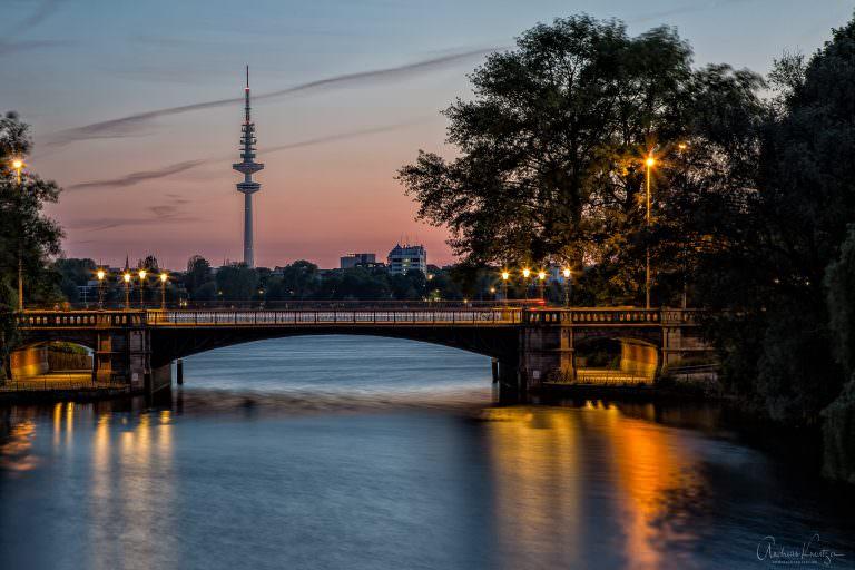 Blick auf Mundsburger Kanal, Außenalster und Hamburger Fernsehturm