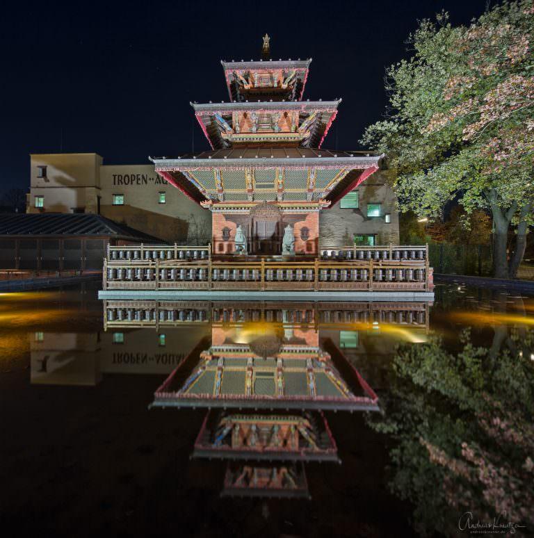 Nepalesischer Pagoden-Tempel am Eingang von Hagenbecks-Tierpark