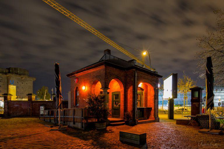 Pförtnerhäuschen auf dem Gelände des ehemaligen Schlachthofes in Hamburg-Sternschanze. Heute Bar und Cafe.