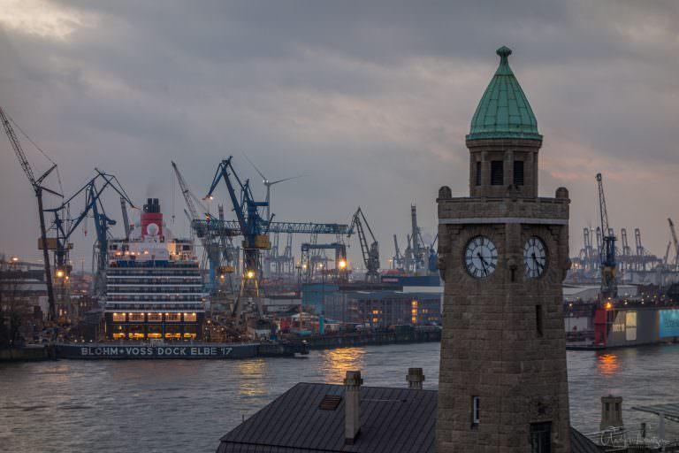 Queen Elisabeth im Dock Elbe 17 in Hamburg