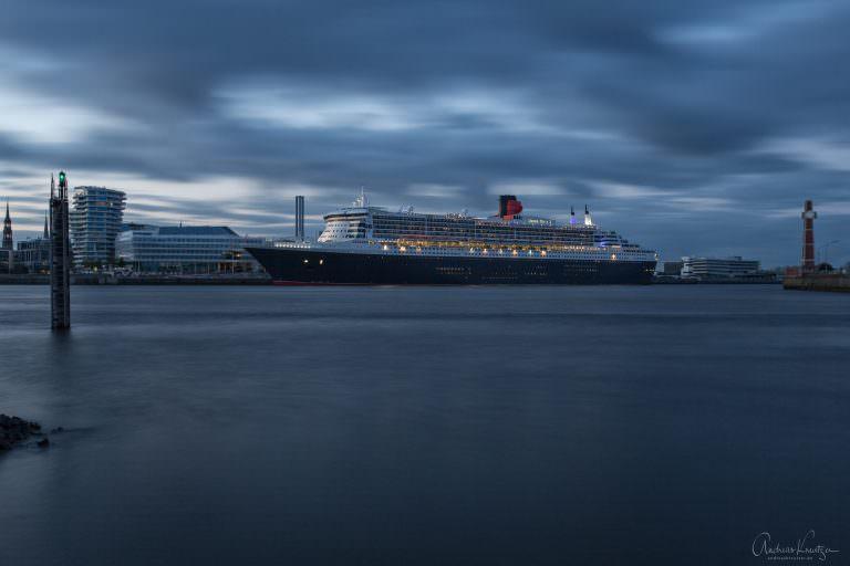 Queen Mary 2  in der HafenCity