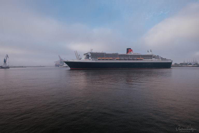 Queen Mary 2 in Hamburg