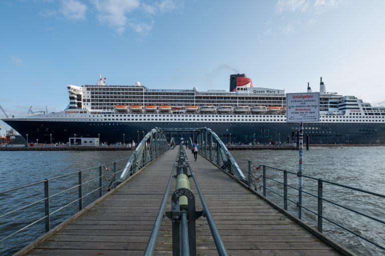 Queen Mary 2 am 21.08.17 in Hamburg