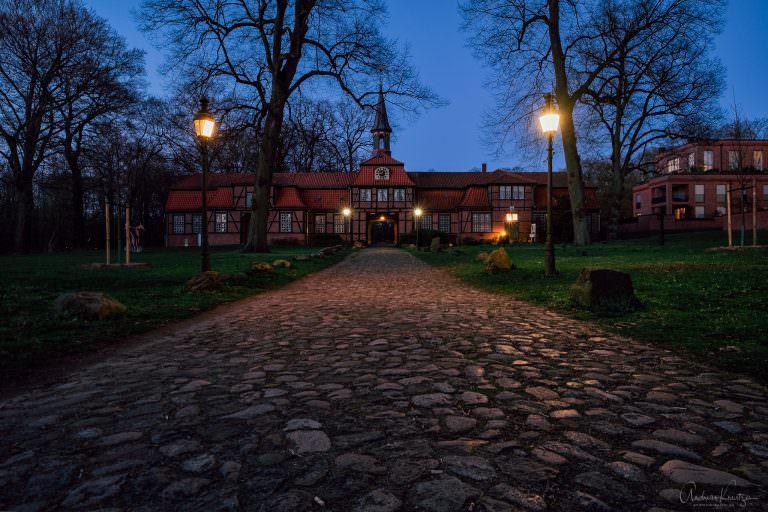 Torhaus in Wellingsbüttel zur blauen Stunde