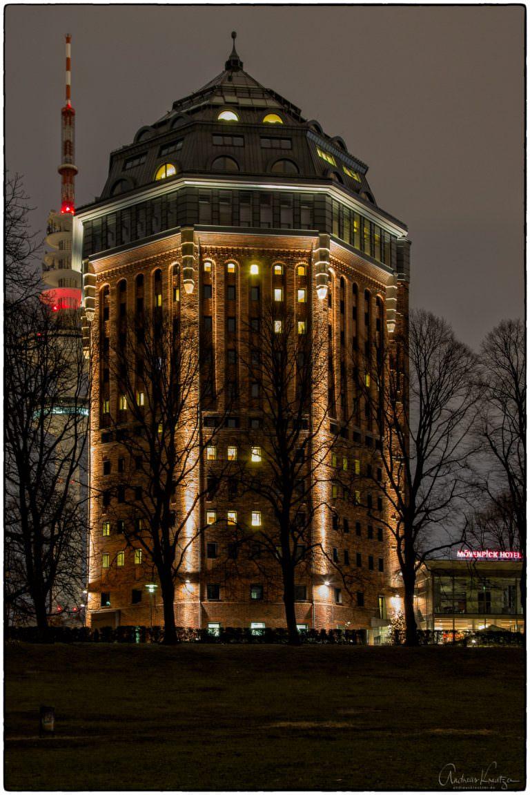 Wasserturm im Schanzenpark, der heute als Mövenpick Hotel betrieben wird.