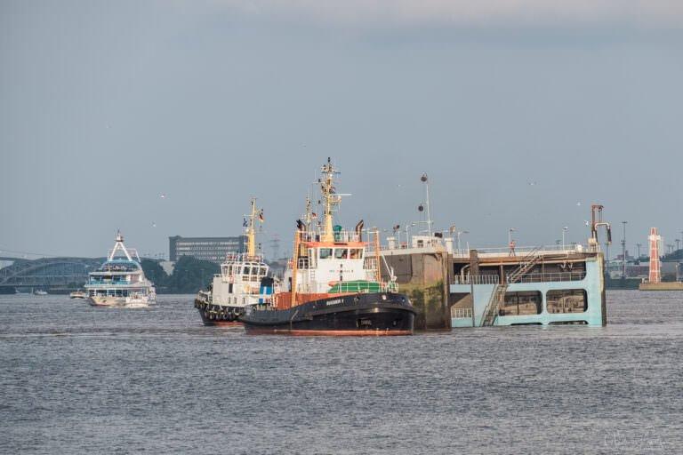 Schlepper am Dock